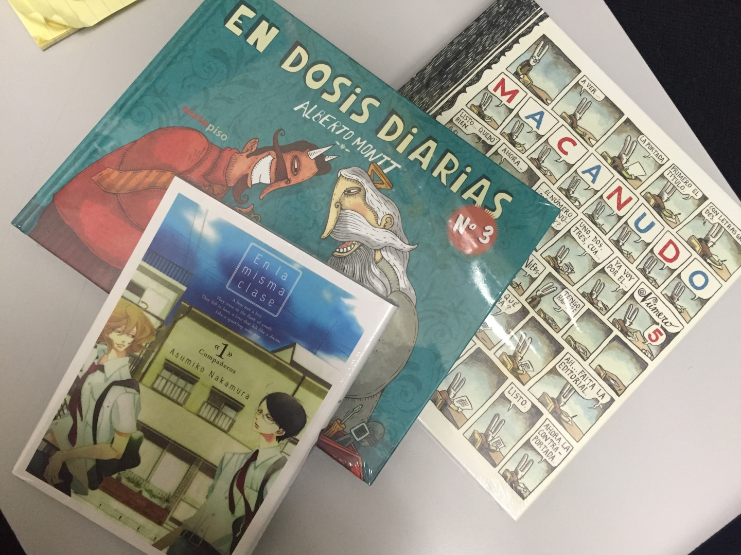 New in my bookshelf: De ilustradores, mangas y monos